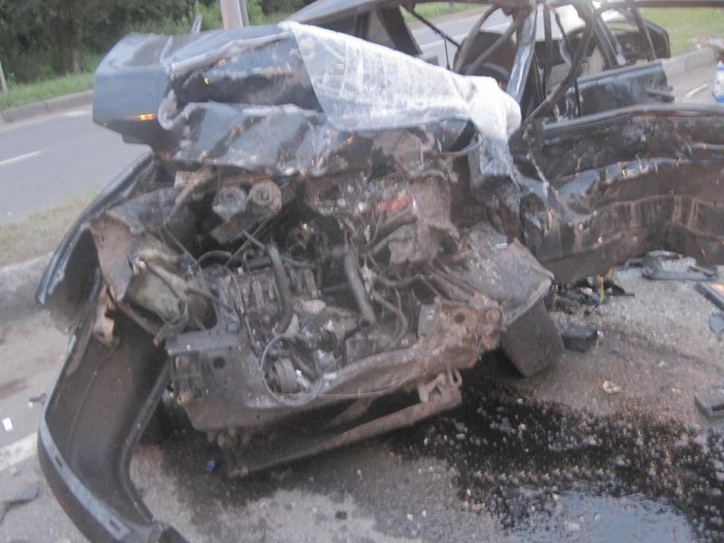 В крупной аварии на Ленинградском проспекте в Ярославле погиб юноша