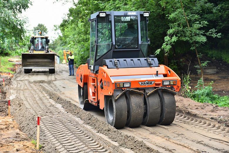 В Ярославле ремонтируют дорогу на улице Карабулина