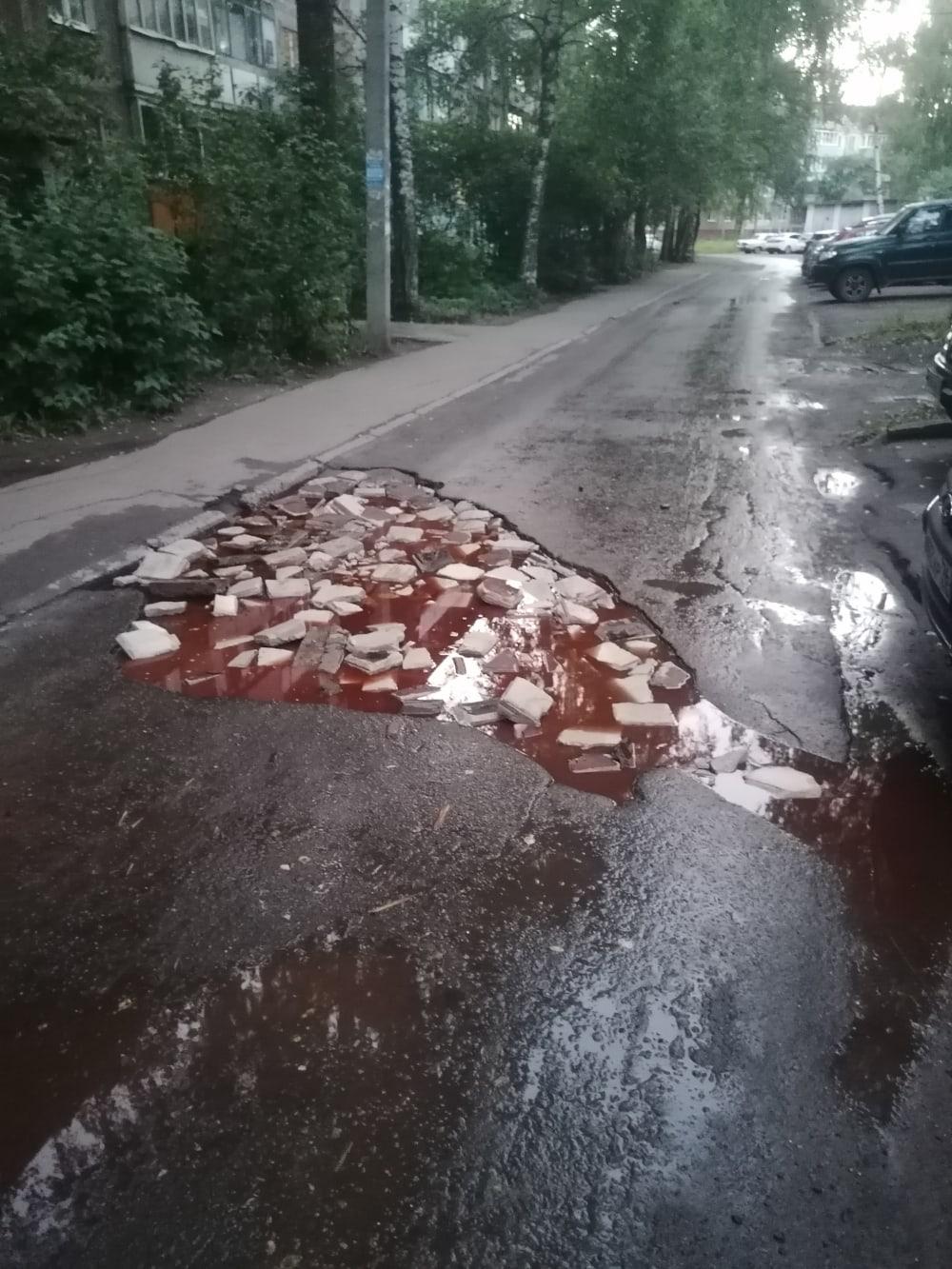 На ярославской дороге в яме появился «борщ с салом»