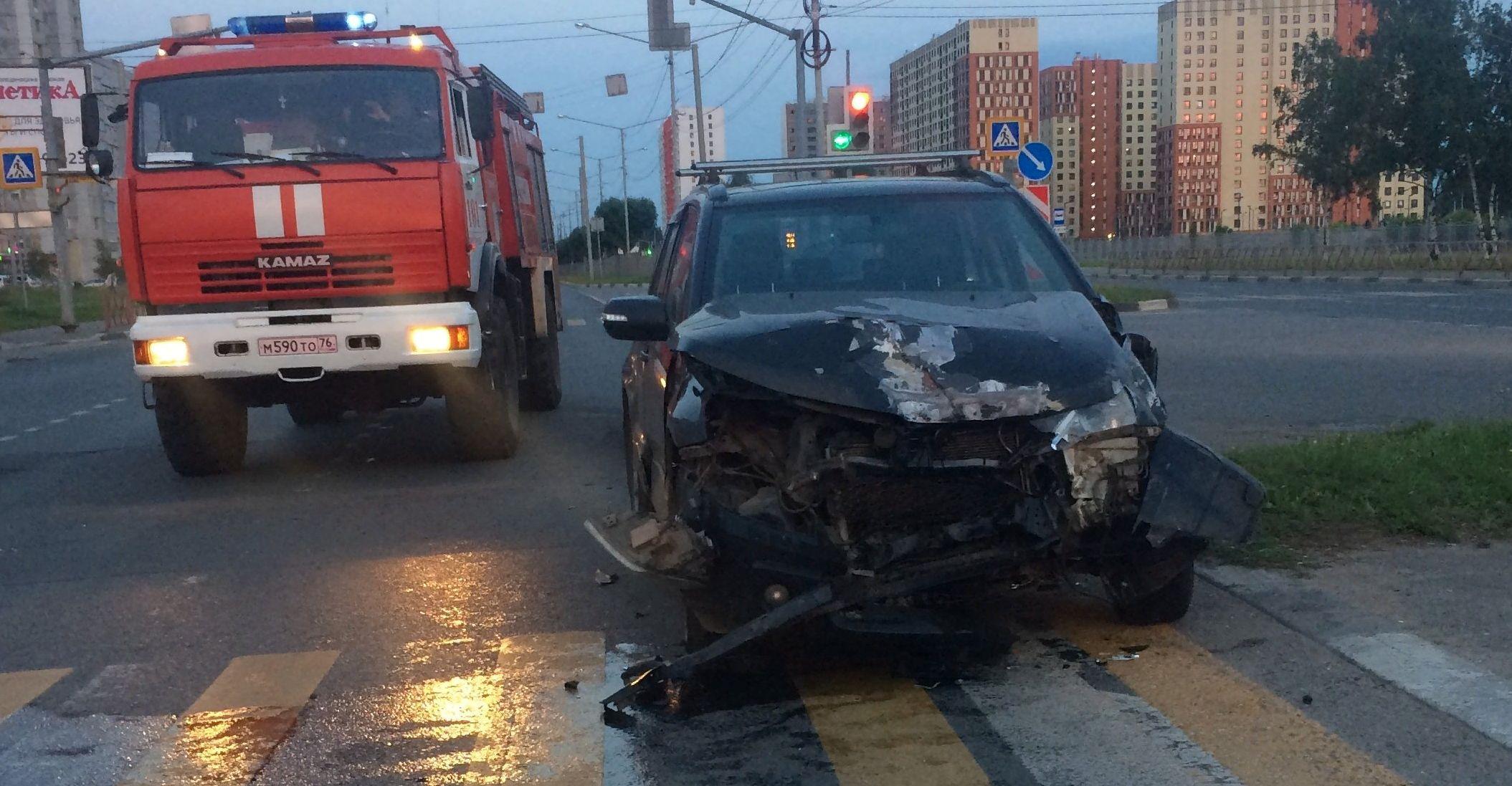 В сети появилось видео аварии со скорой в Ярославле, в которой пострадал мужчина