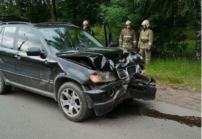 При столкновении BMW и «Нивы» в Рыбинске пострадали пенсионер и ребенок