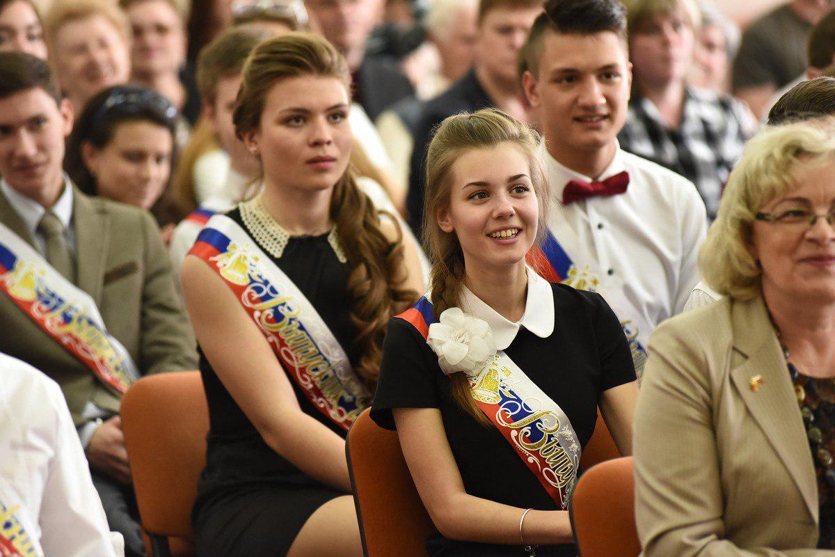 Ярославские отличники получили городские премии в размере 2-4 тысяч рублей