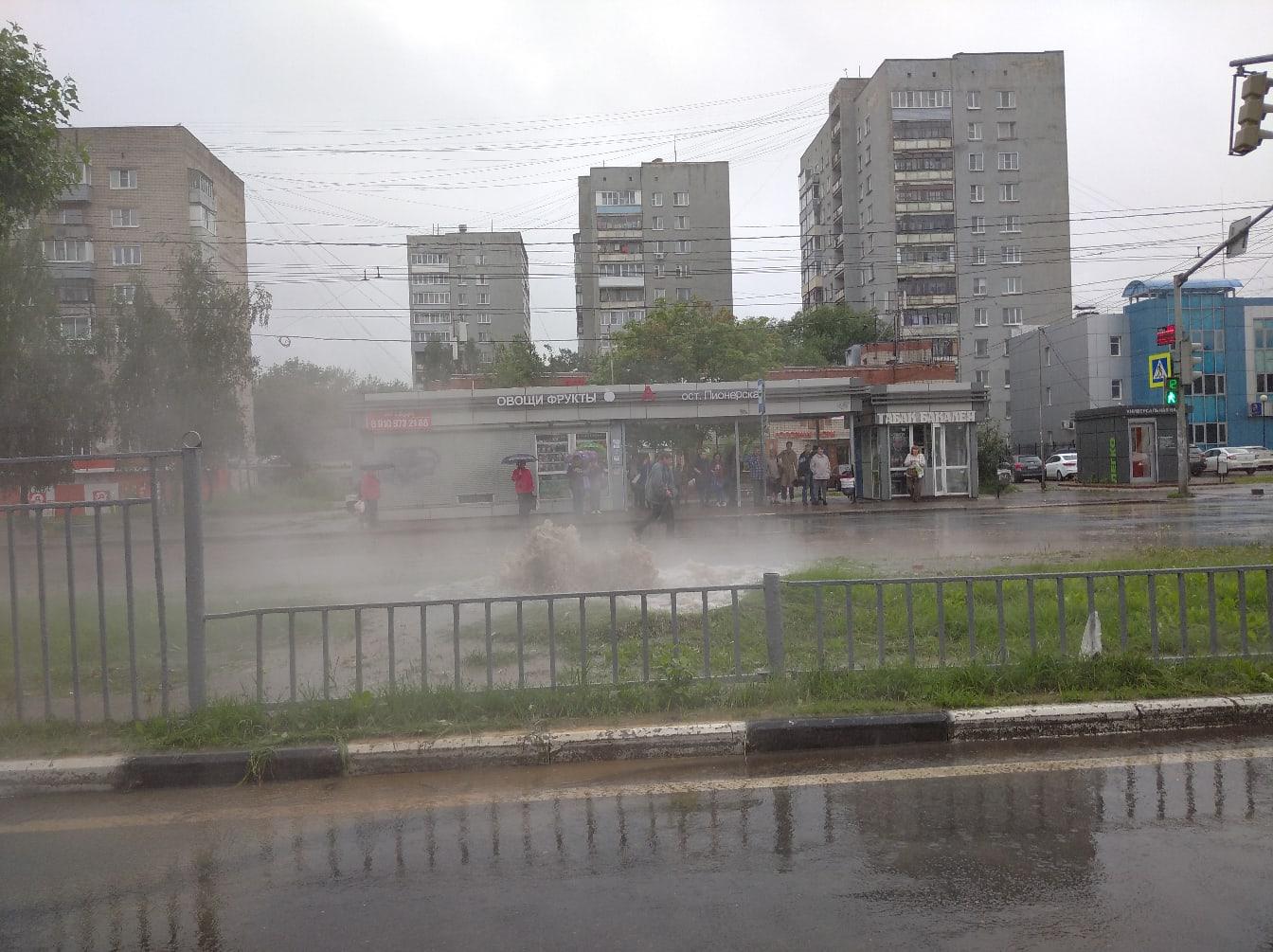 В Дзержинском районе Ярославля забил горячий источник