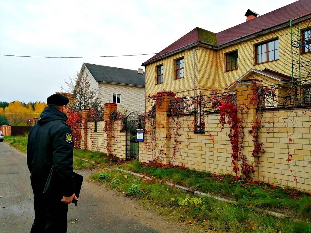 Ярославна лишилась двухэтажного особняка из-за многомиллионного долга