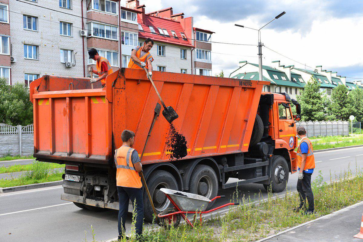 Улицу Красноборскую в Ярославле ремонтируют по гарантии