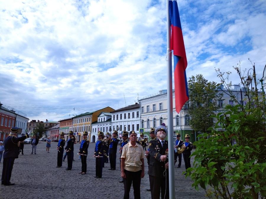 В Рыбинске в День ВМФ состоялся митинг и прошел автопробег