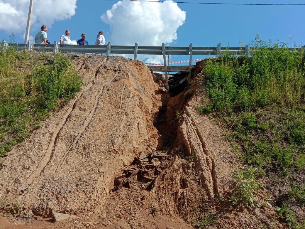 В Некрасовском районе заказчик обсудил с заказчиком проблему размыва грунта у моста через Солоницу