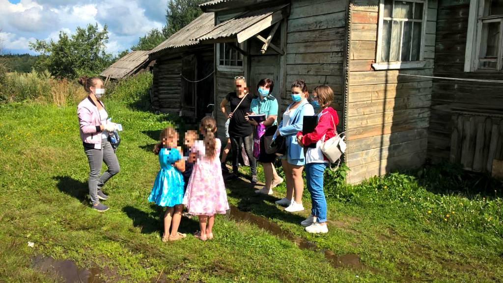 В Ярославской области у матери забрали пятерых детей в реабилитационный центр