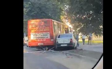 В тройном ДТП с маршруткой в Ярославле пострадала женщина