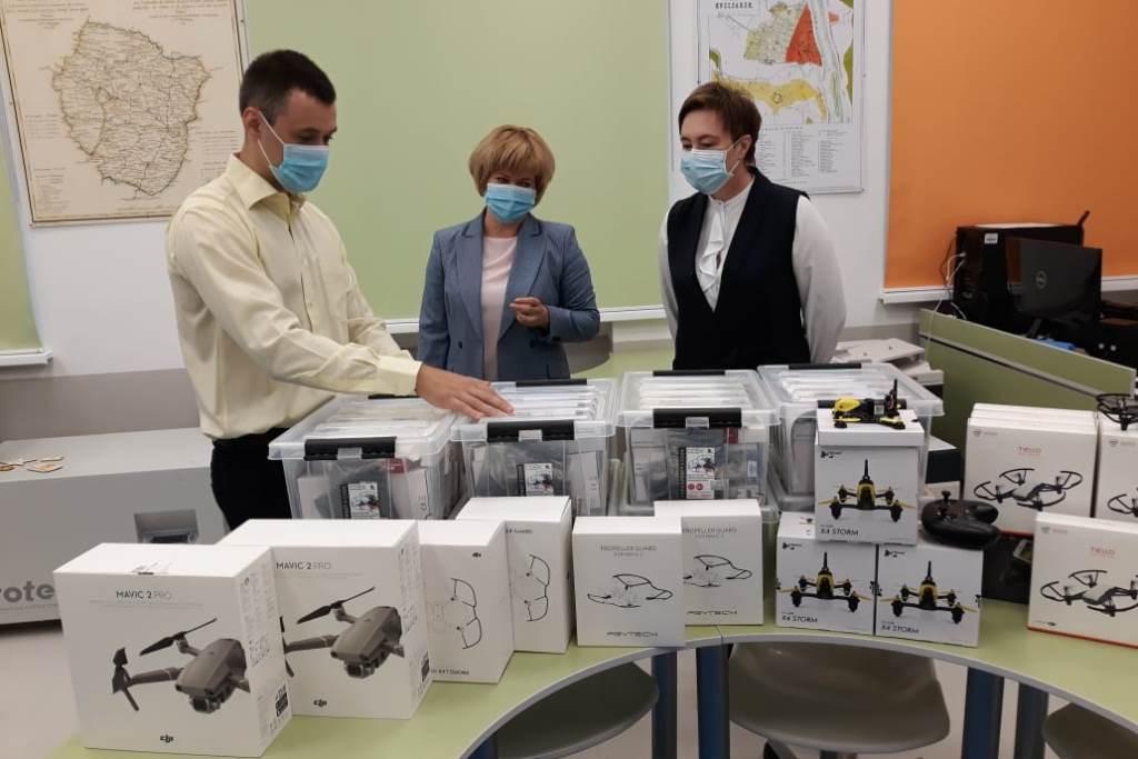 Квадрокоптеры, компьютеры и другое оборудование закупили для ярославского мобильного «Кванториума»
