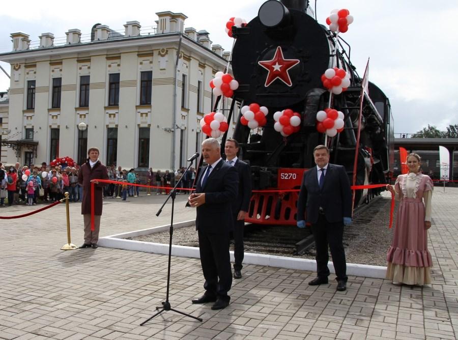 В Рыбинске в День города открыли памятник ретро-паровозу