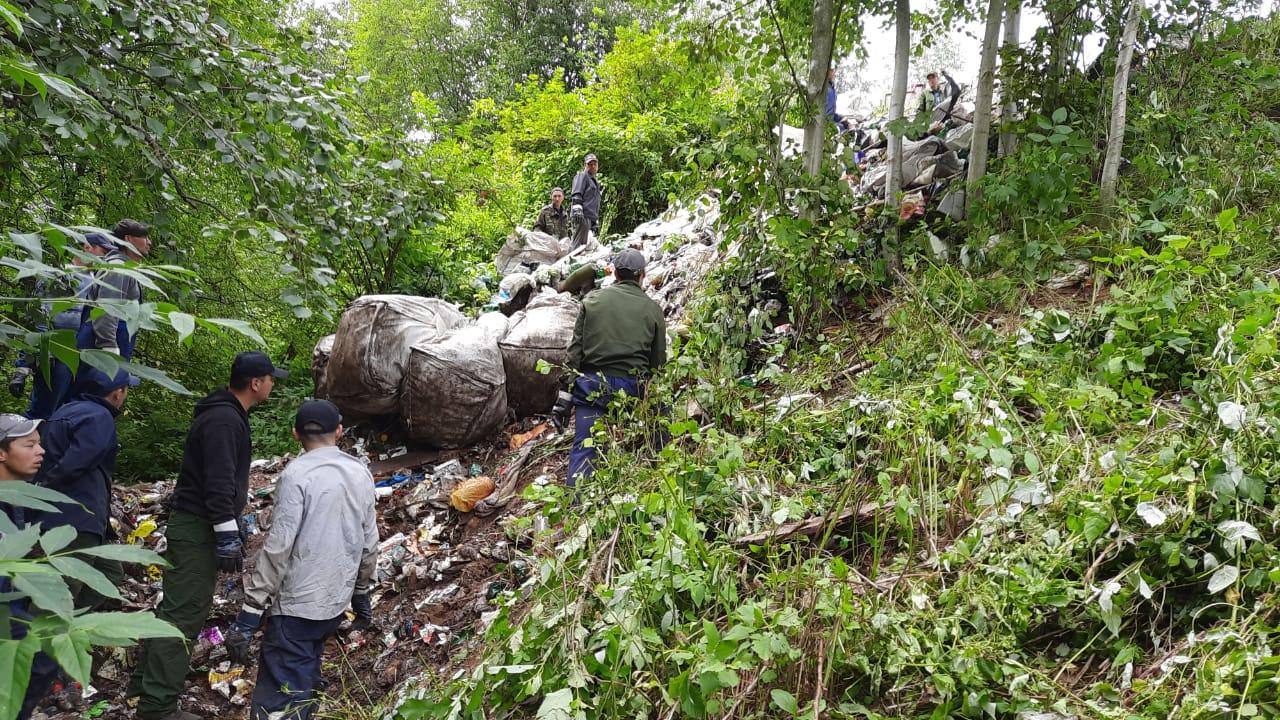 Более ста кубометров мусора вывезли с территории памятника природы «Скобыкинский парк»