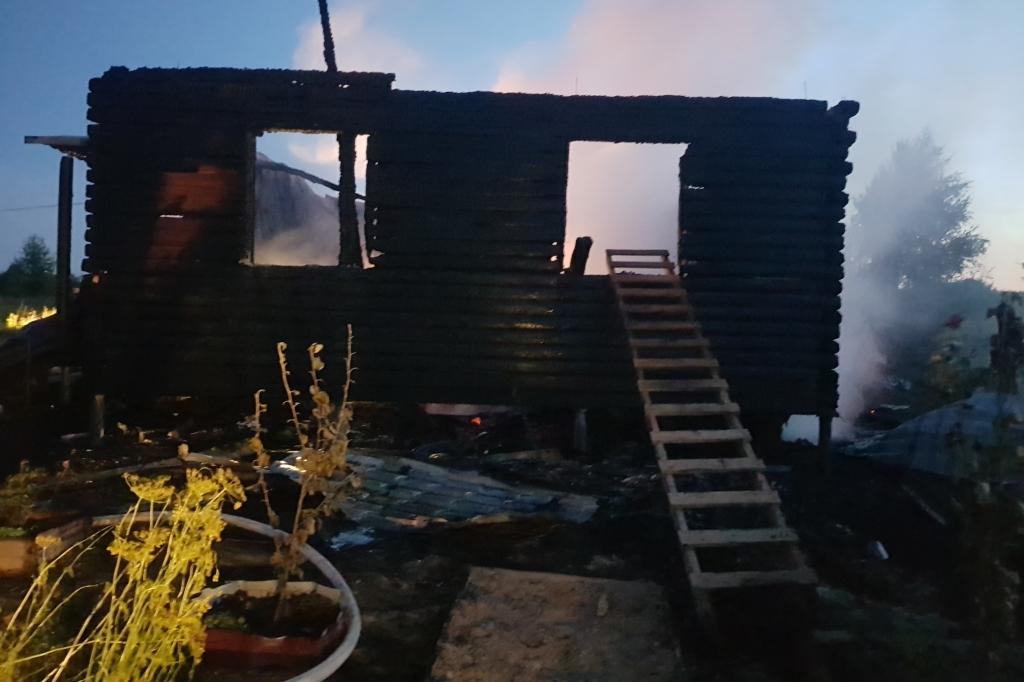 Власти рассказали, какую помощь окажут многодетной семье, потерявшей ребенка при пожаре под Ярославлем