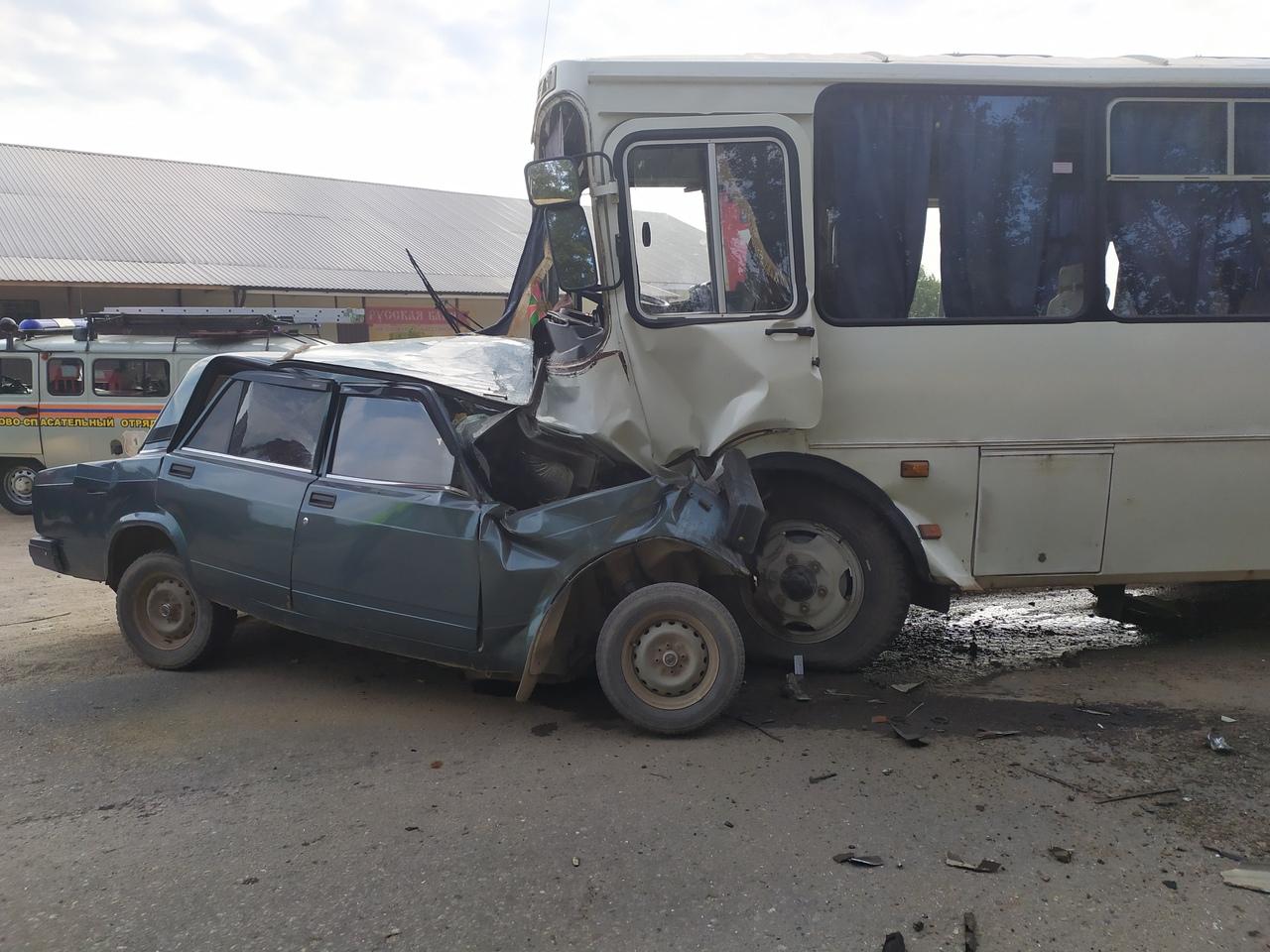 В Ярославской области такси столкнулось с автобусом: есть погибший