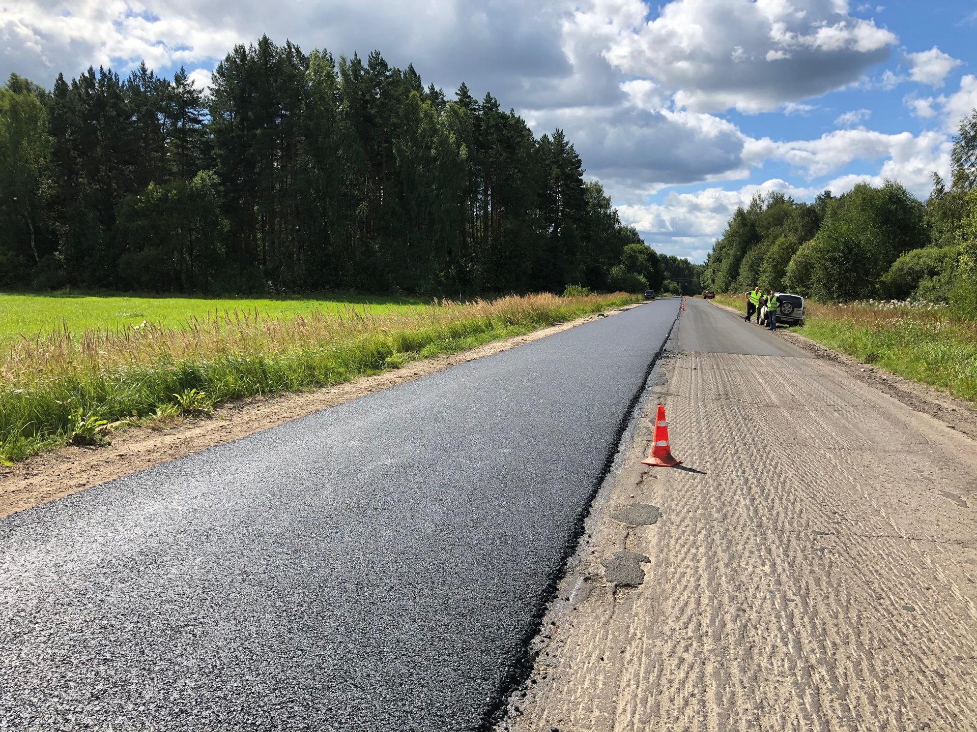 В Ярославской области благодаря дорожному нацпроекту ремонтируют участок трассы Борисоглебский – Зачатье