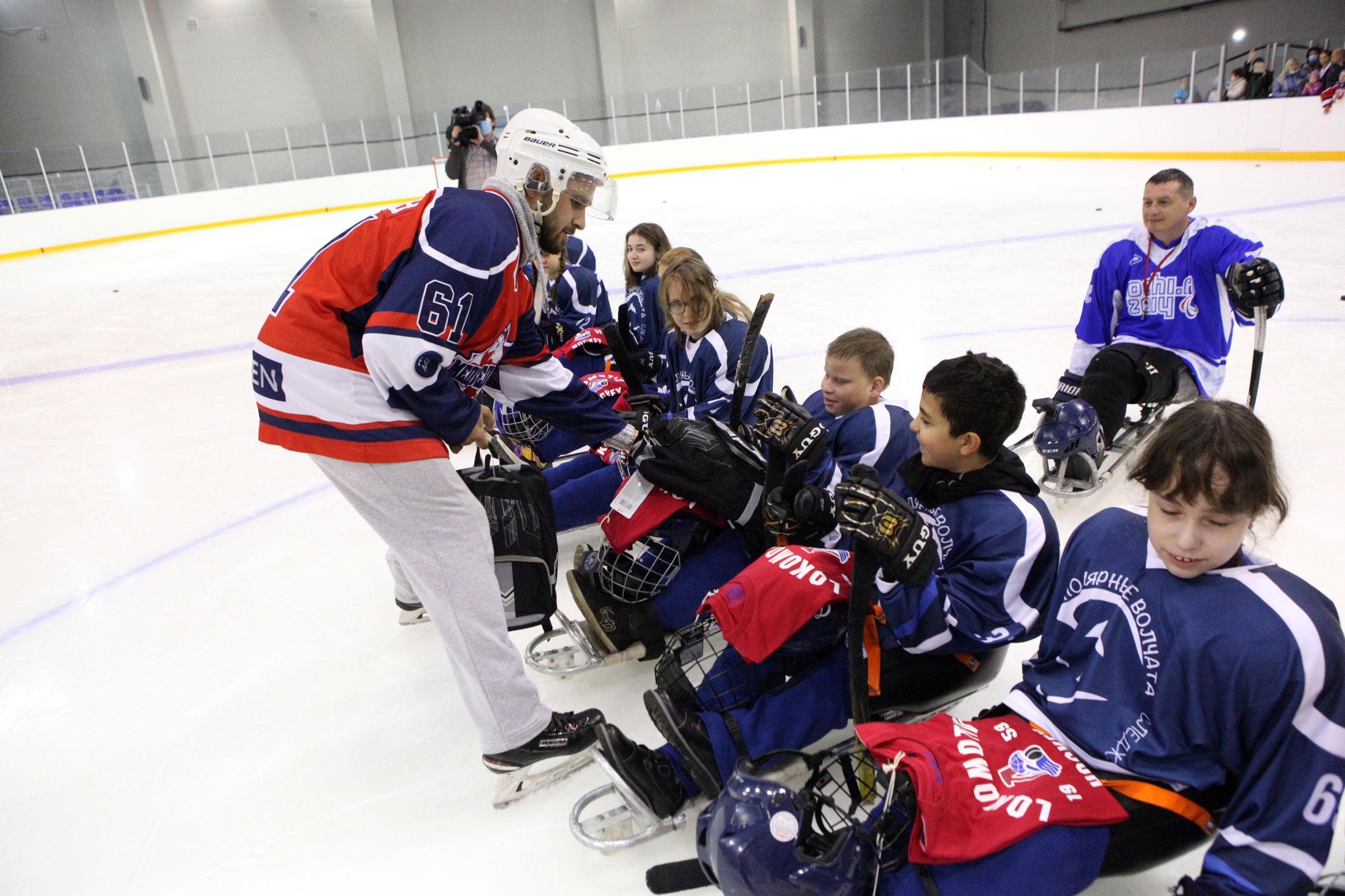 Свобода и радость на льду. В Ярославской области прошла тренировка по следж-хоккею