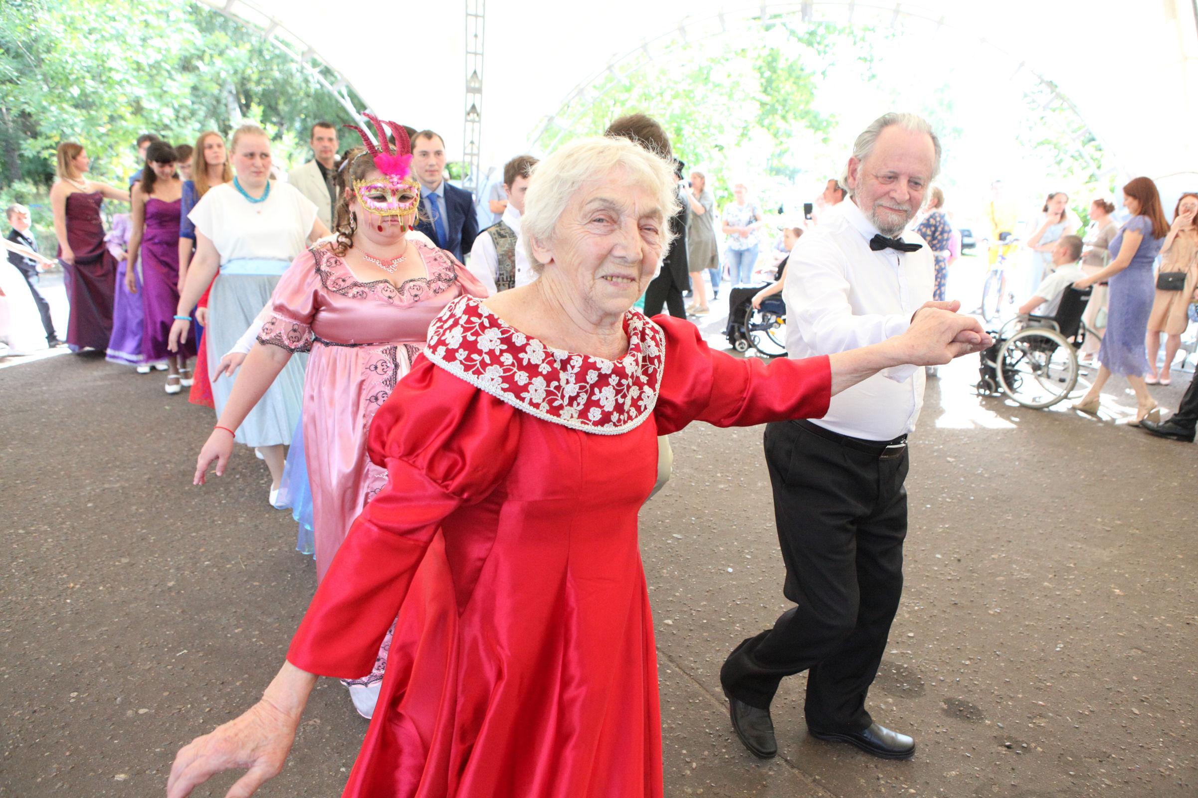 В Ярославской области провели инклюзивный бал, доступный для всех жителей региона
