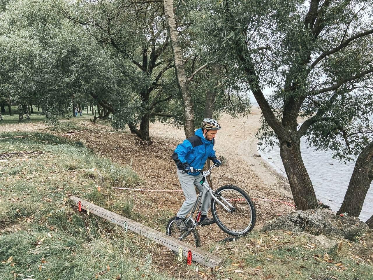 Спортсмены из трех регионов показали свое мастерство на соревнованиях по велотриалу в Ярославле
