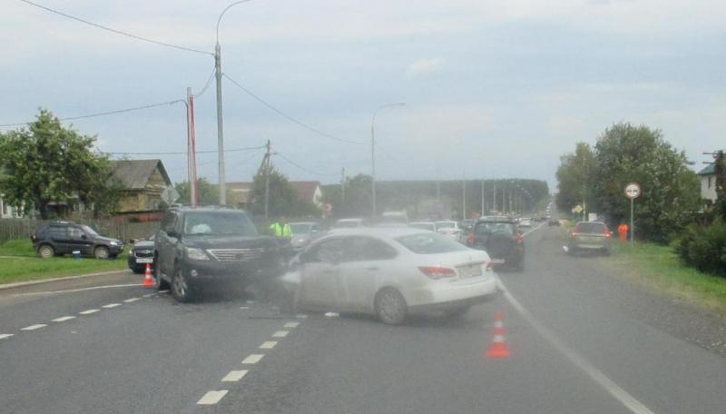 Четыре человека пострадали в тройном ДТП на трассе М8 в Ярославской области
