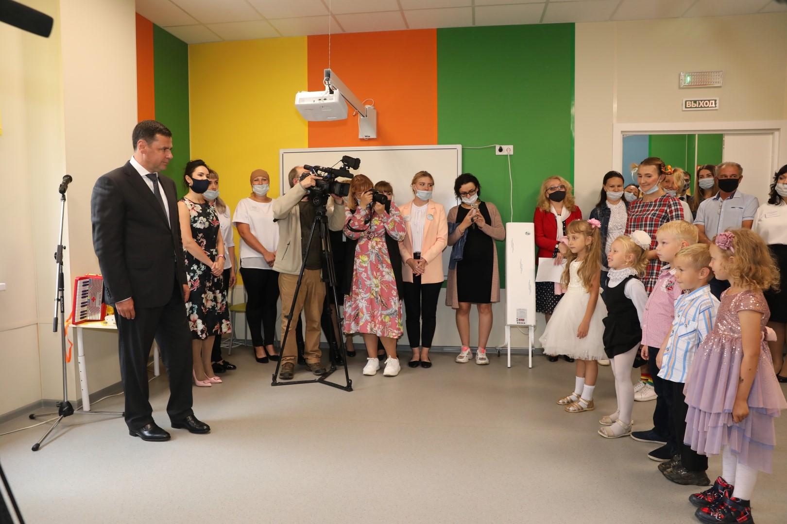 Дмитрий Миронов посетил первый в Ярославской области модульный детский сад