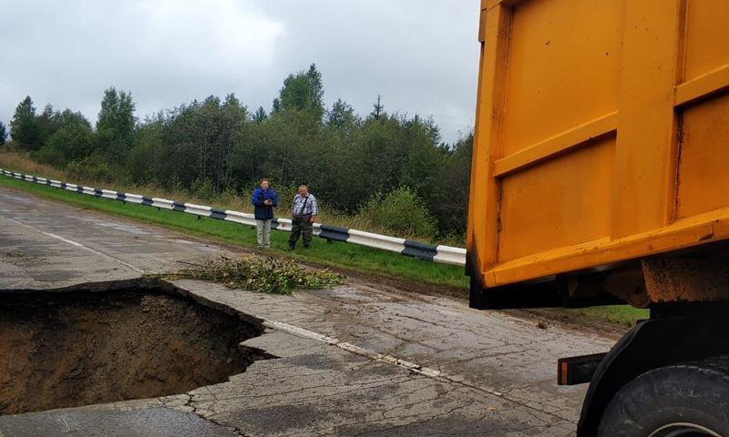 В Ярославской области перекрыли дорогу, которую размыло из-за ливней