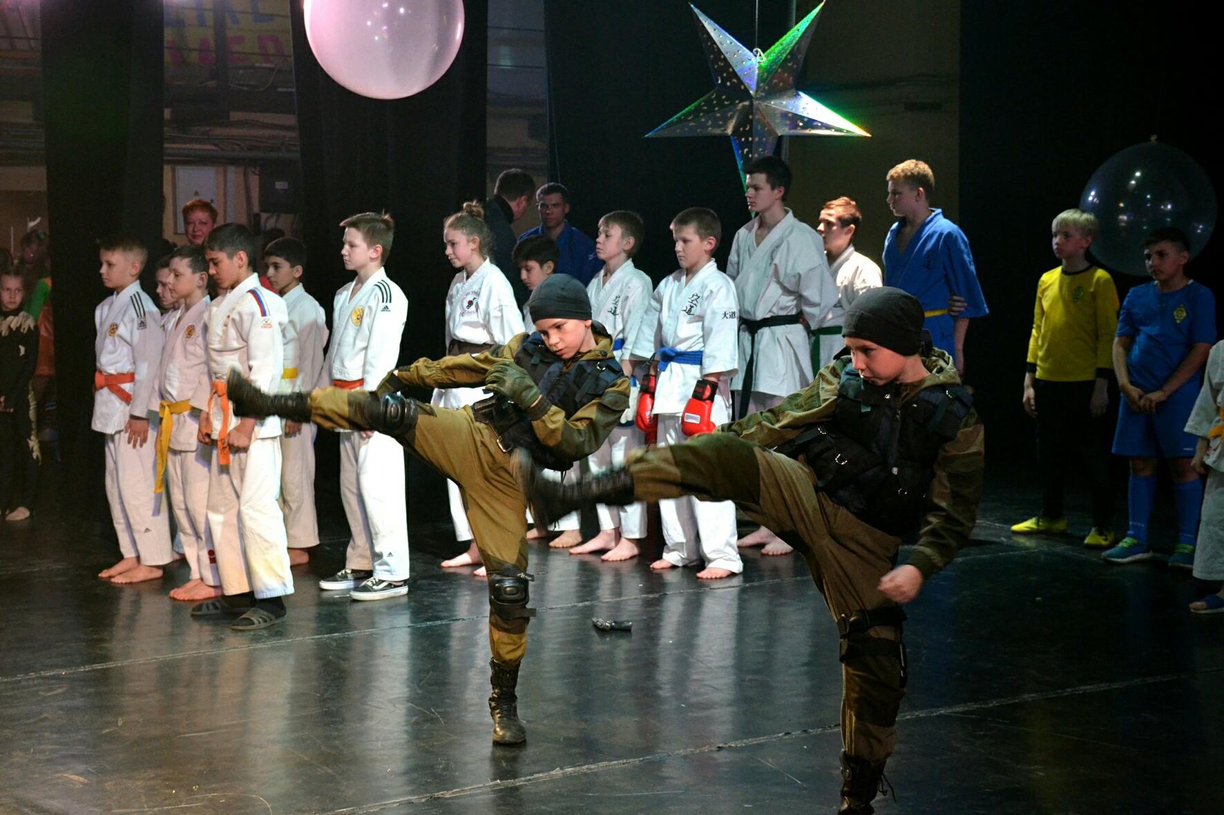 Тренировки с полицейскими, занятия на скалодроме и картинг: чем занимаются ребята из отряда «Гром»