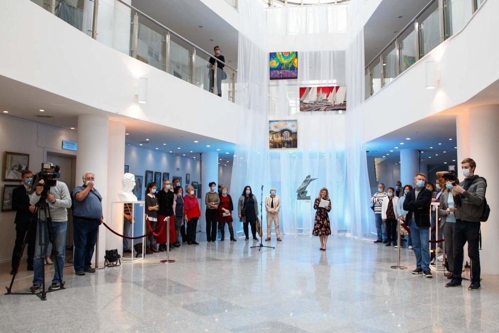 Более 140 картин к юбилею Ярославля представлено на выставке «АРТ 1010»