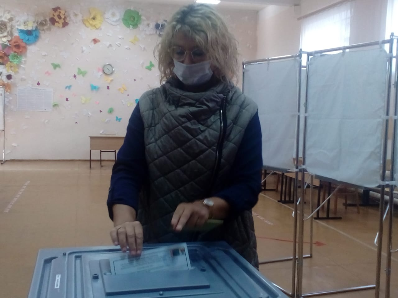 Сенатор Наталия Косихина проголосовала в Данилове на довыборах в Госдуму