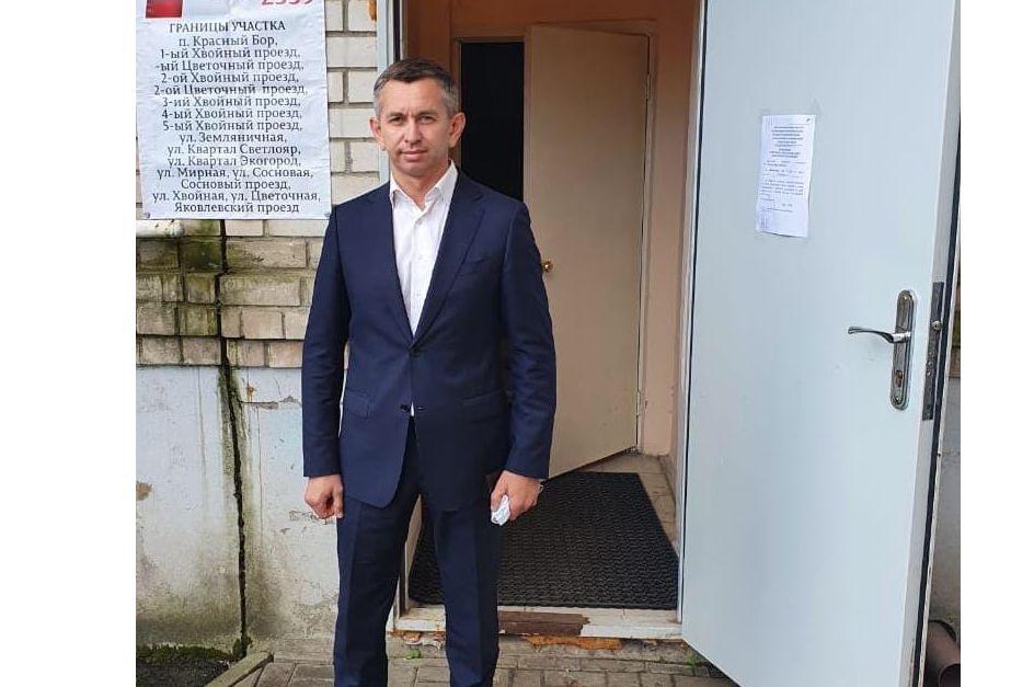 Глава Ярославского муниципального района посетил избирательный участок