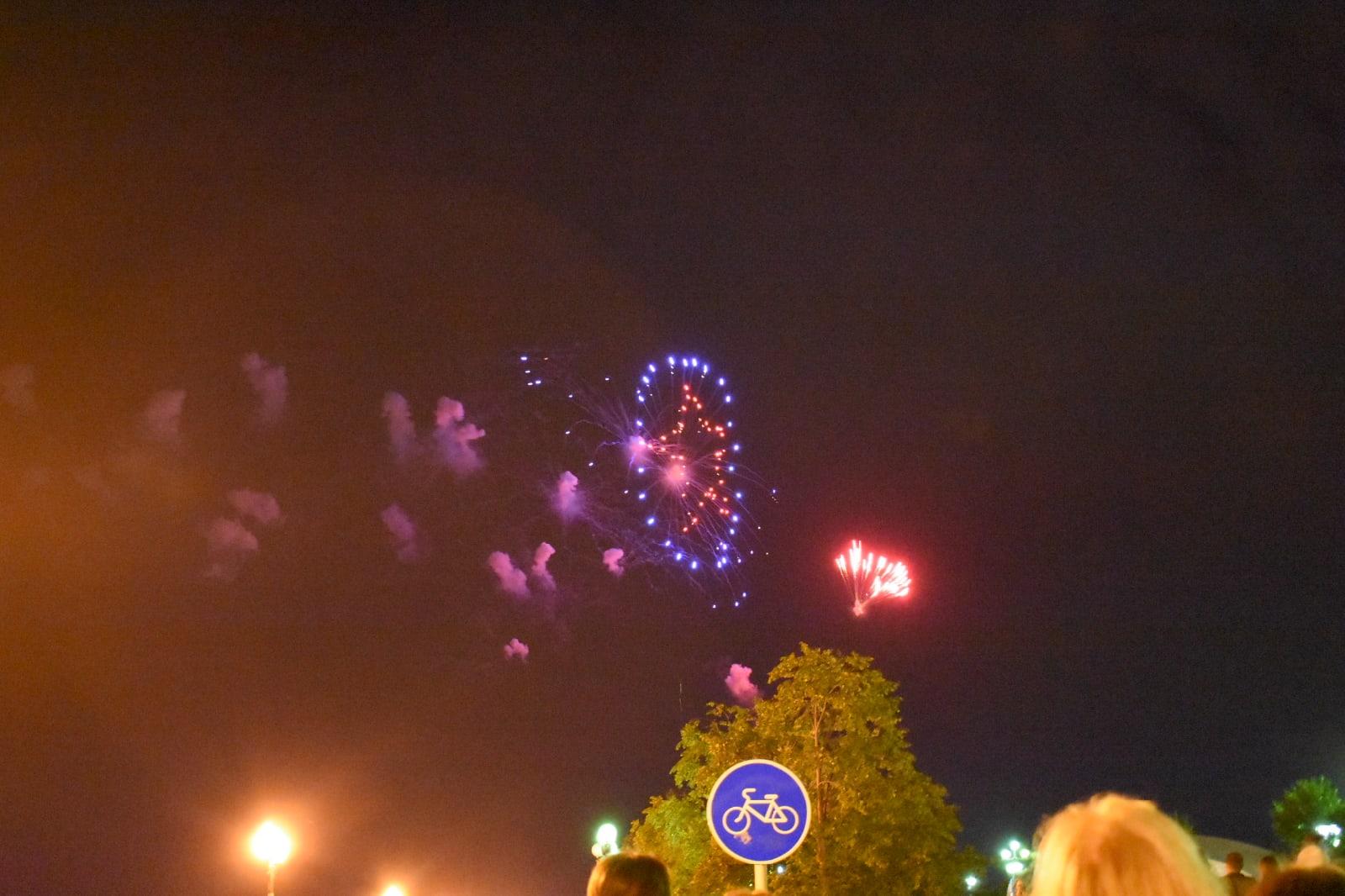 В сети появилось видео красочного салюта на День города в Ярославле