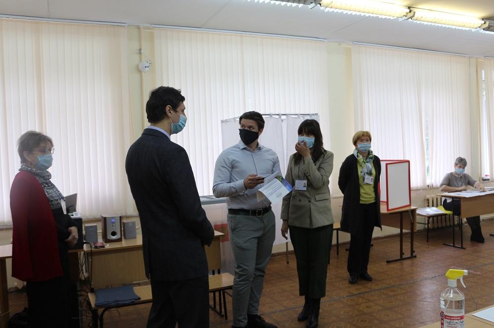 Члены Общественной палаты Ярославской области проверили обстановку на избирательных участках