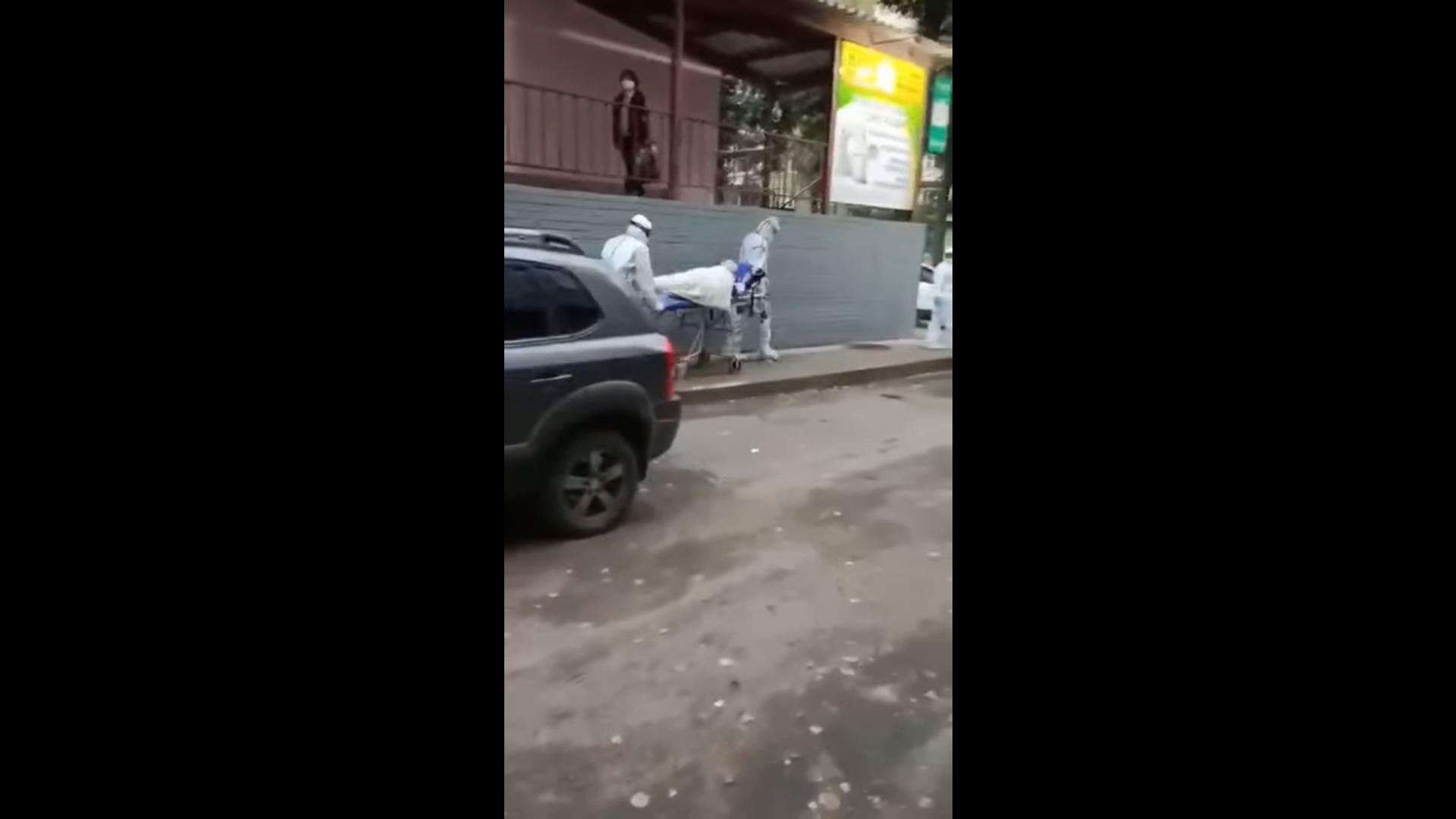 Частная скорая увезла пациента от медцентра в Ярославле: прояснилась ситуация с появлением врачей в защитных костюмах