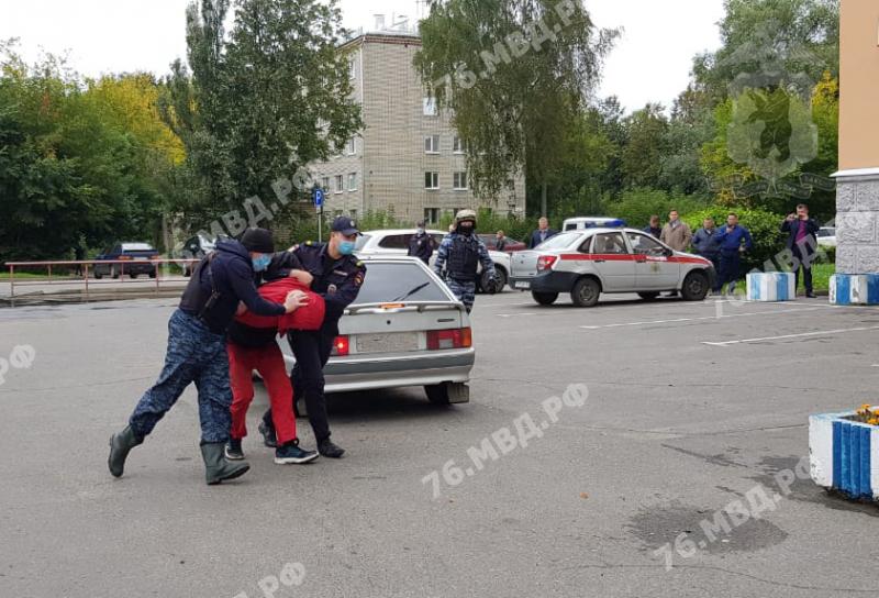 Подозреваемого в убийстве двух девочек в Рыбинске доставили на допрос