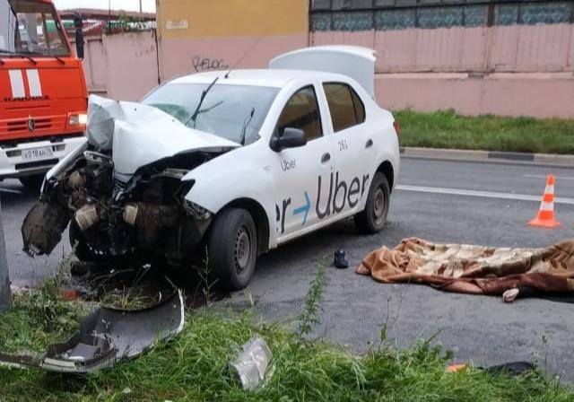 Водитель такси погиб в аварии в Ярославле