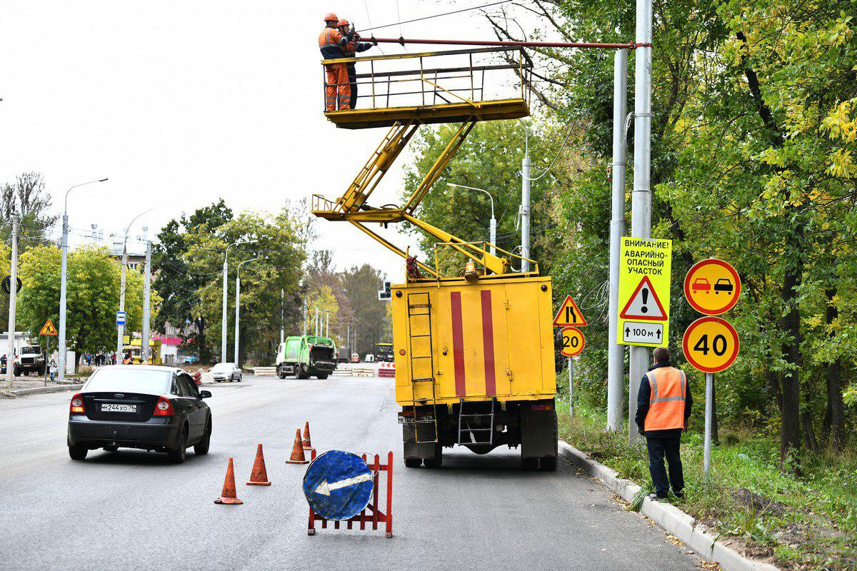 В Ярославле для троллейбусов монтируют новую контактную сеть