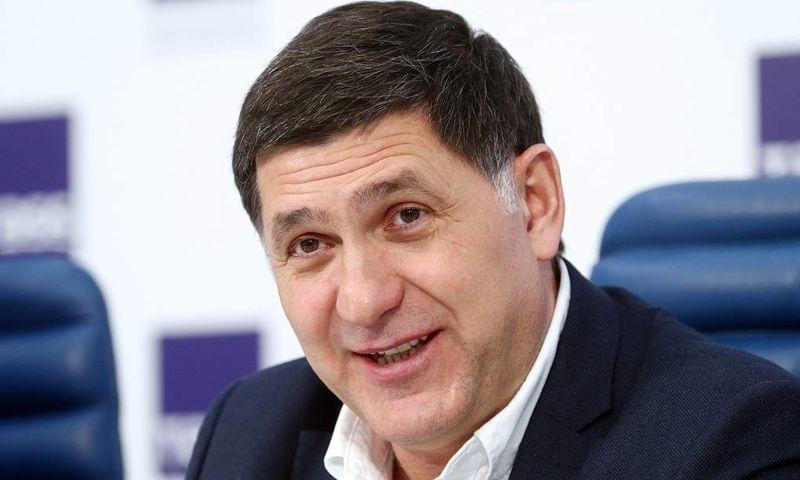 Художественного руководителя Волковского театра доставили в ковид-клинику