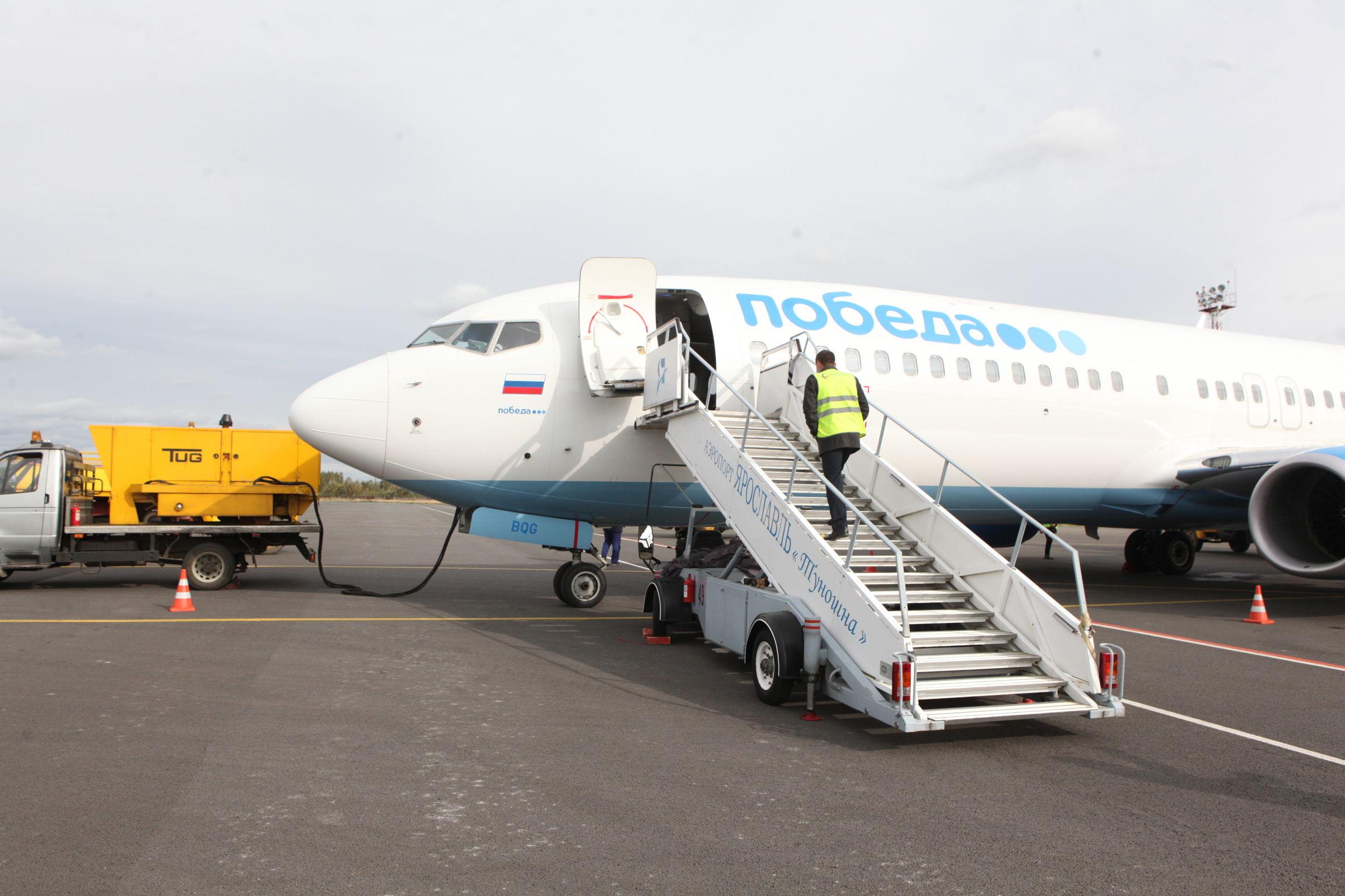 Первый рейс авиакомпании «Победа» из Санкт-Петербурга приземлился в ярославском аэропорту: фото