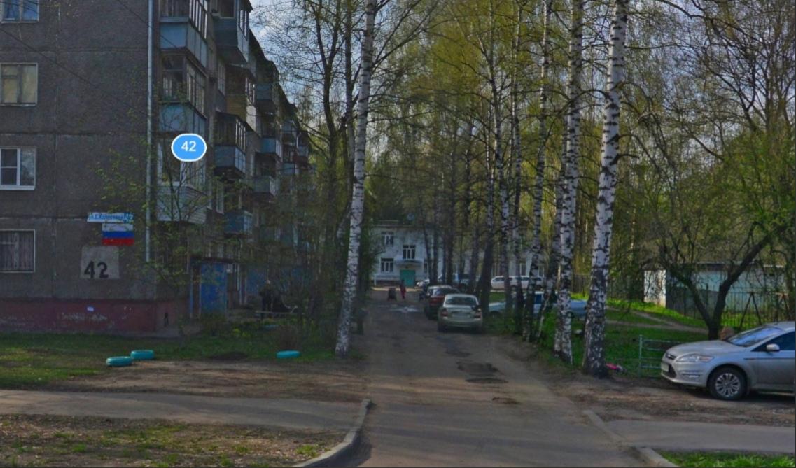 Управляющая компания привела дорогу во дворе в Дзержинском районе в порядок