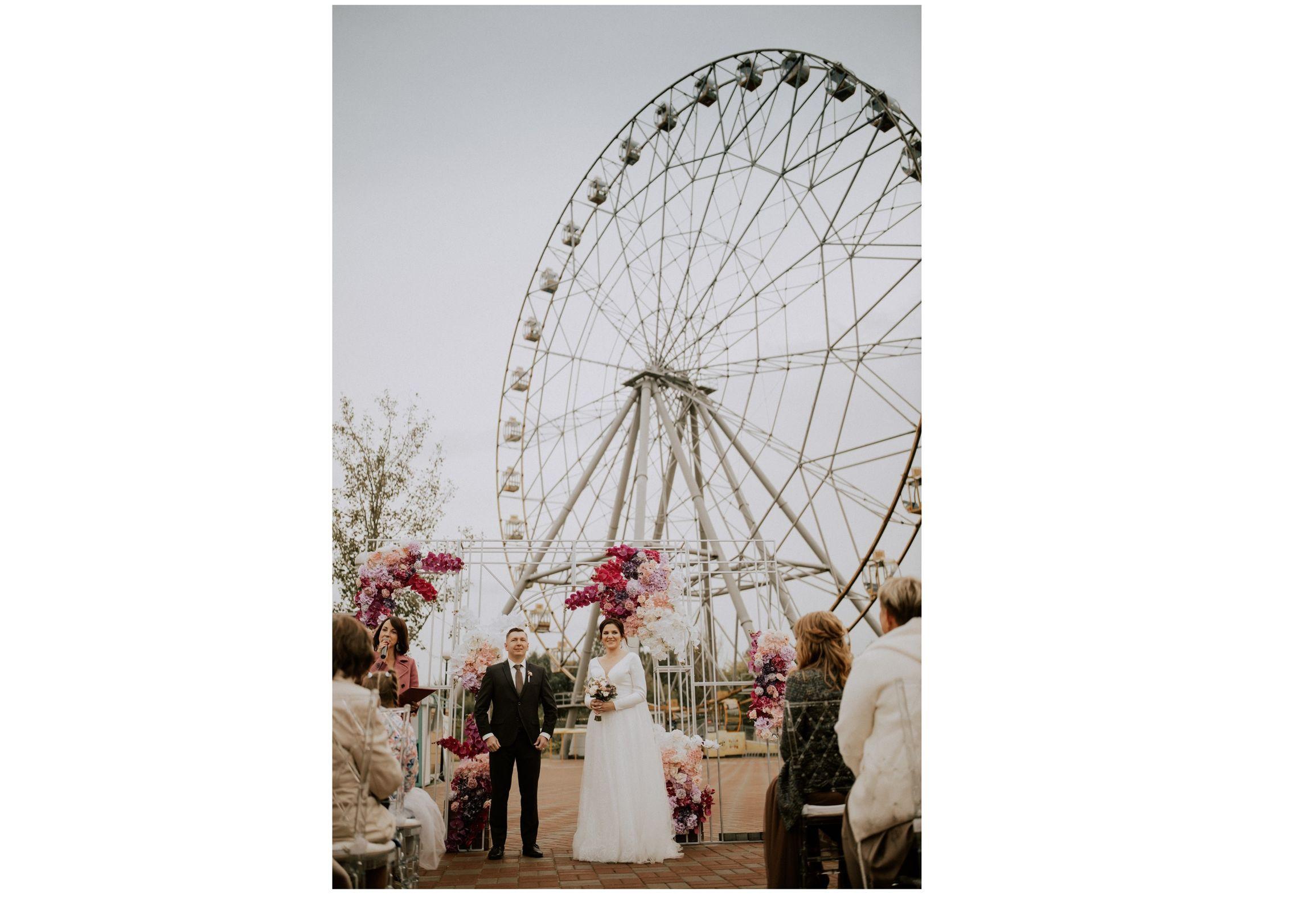 В Ярославле на колесе обозрения состоялась первая свадьба