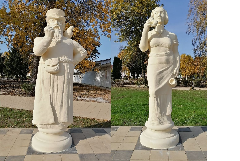 В Данилове на Советской площади установили двухметровые шахматные статуи