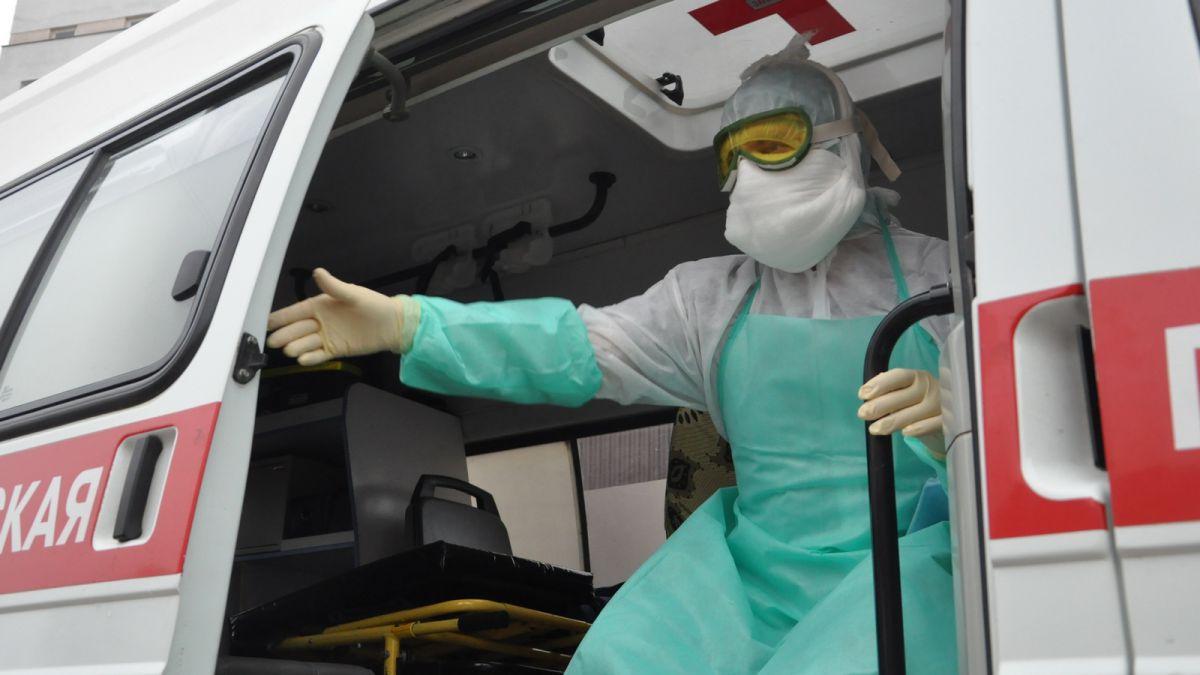 Мобильная бригада больницы имени Семашко проводит вакцинацию от гриппа на дому