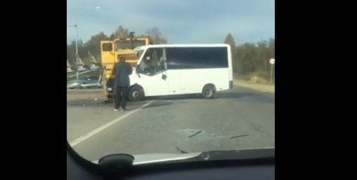 В Ярославском районе столкнулись маршрутка и трактор