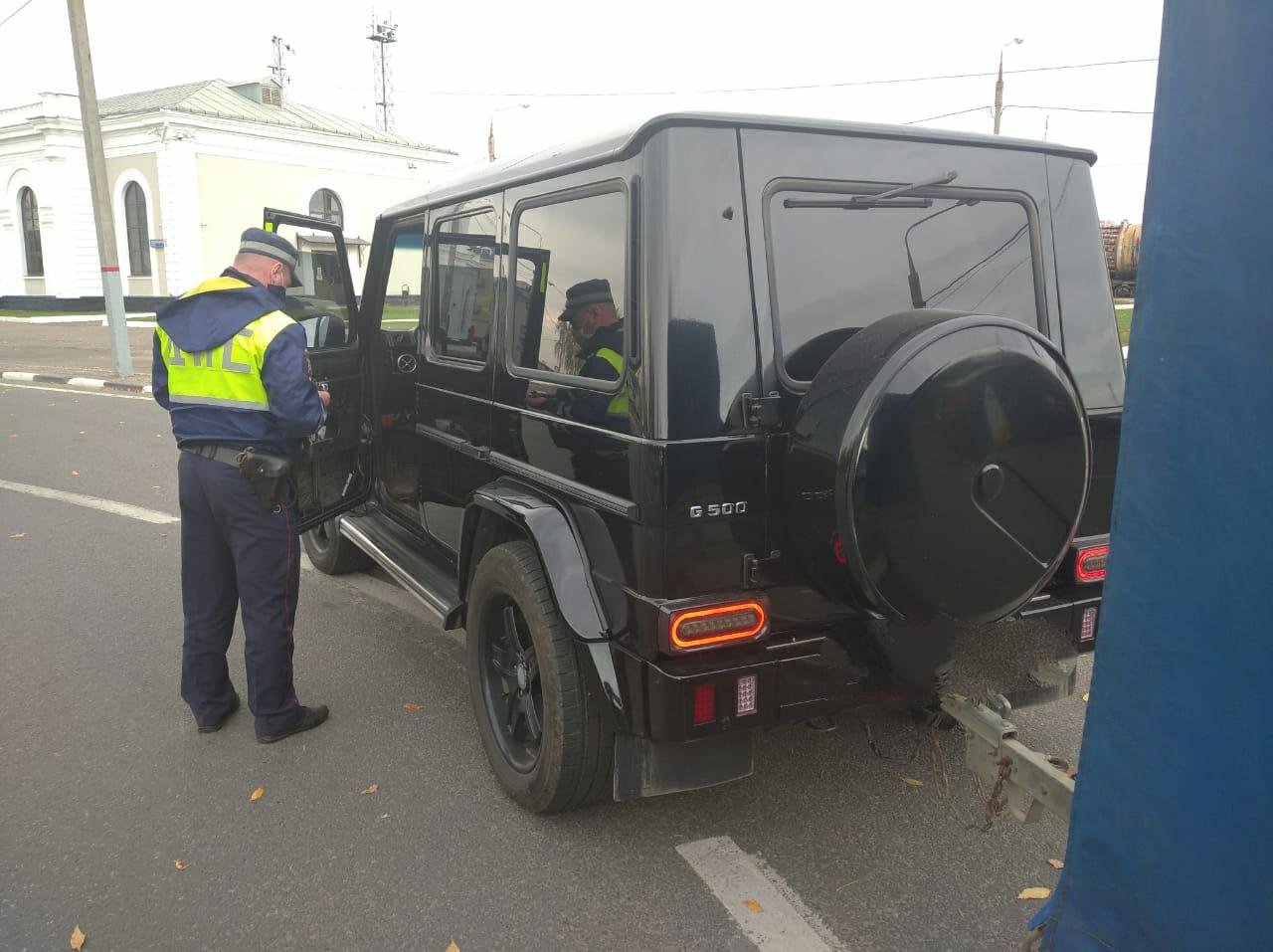 22 нарушителя за час: в Ярославле тормозили тонированные машины