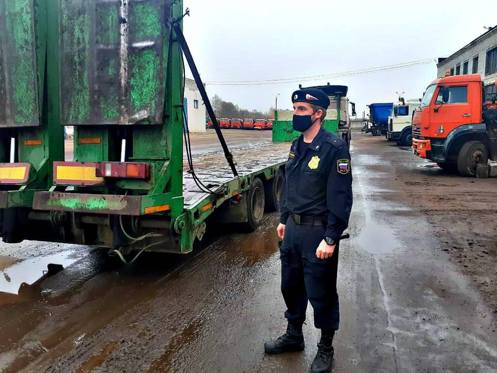 В Ярославле у фирмы по ремонту дорог арестовали спецтехнику за долги