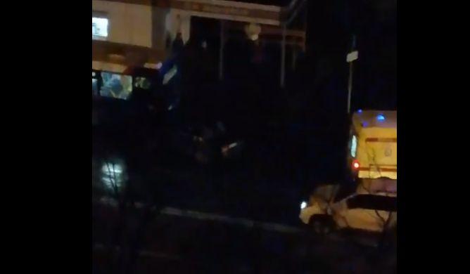 В Ярославле водитель легковушки заехал под автобус: пострадала женщина
