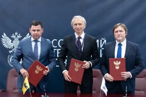 Дмитрий Миронов: центру подготовки юных футболистов «Шинника» присвоили статус регионального центра РФС