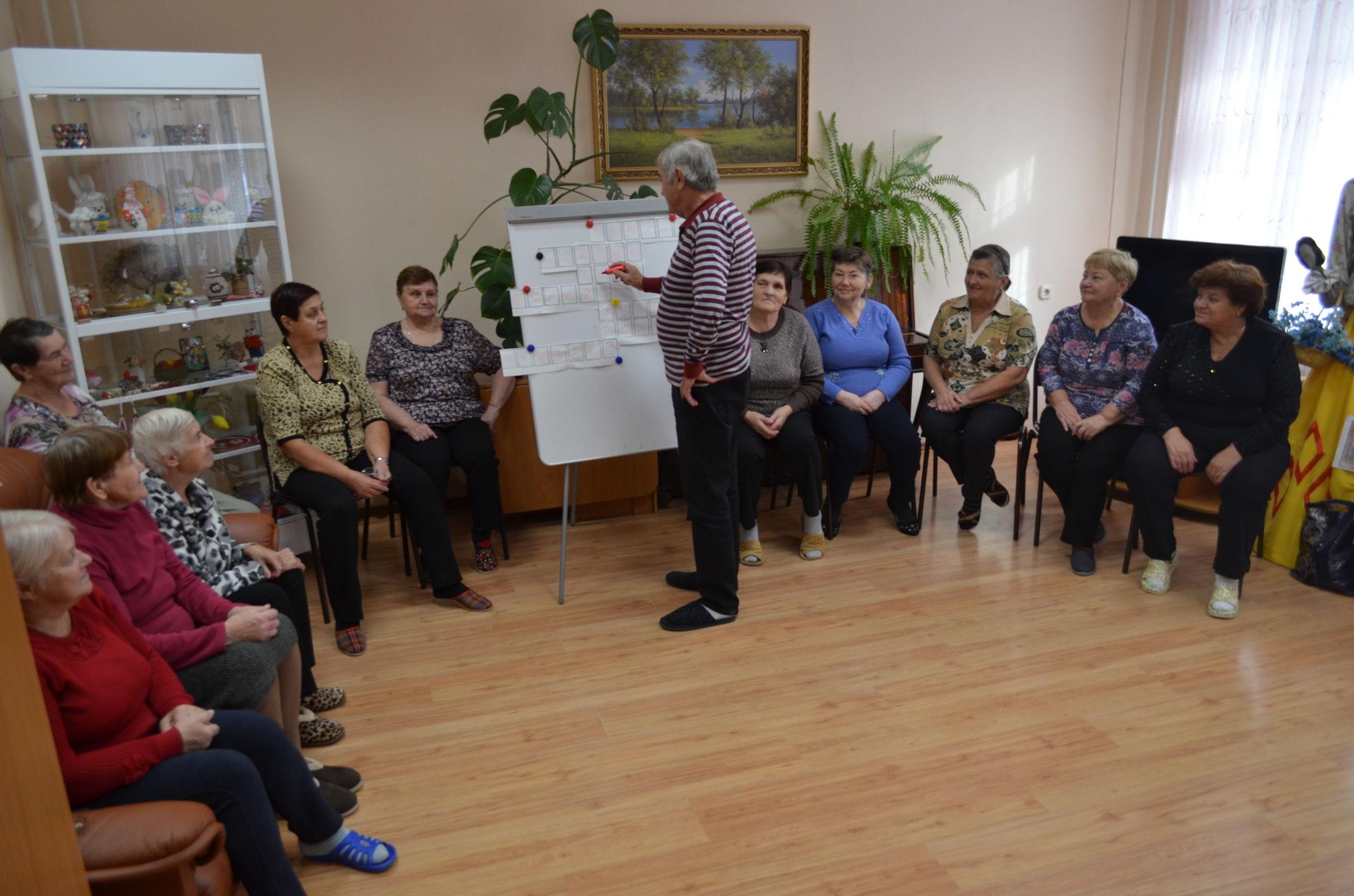 Пожилые граждане могут освоить основы финансовой грамотности на бесплатных занятиях