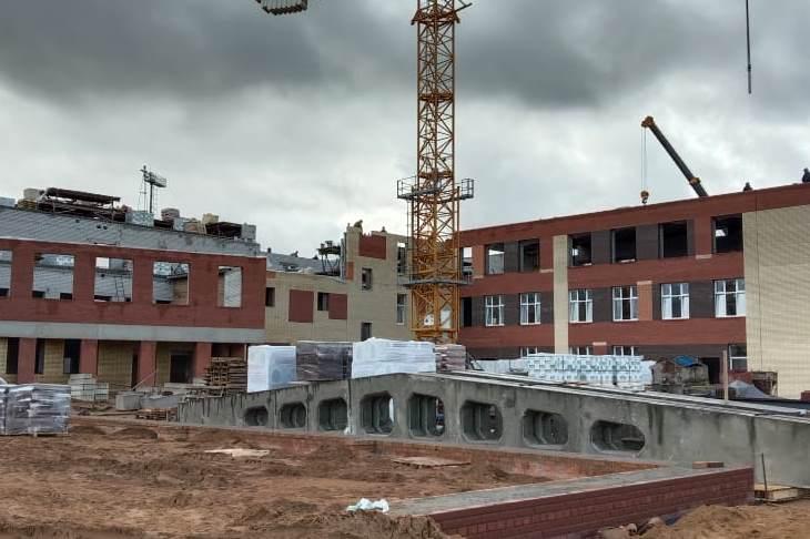 Строительство школы и детской поликлиники в Ярославле идет в соответствии с графиком