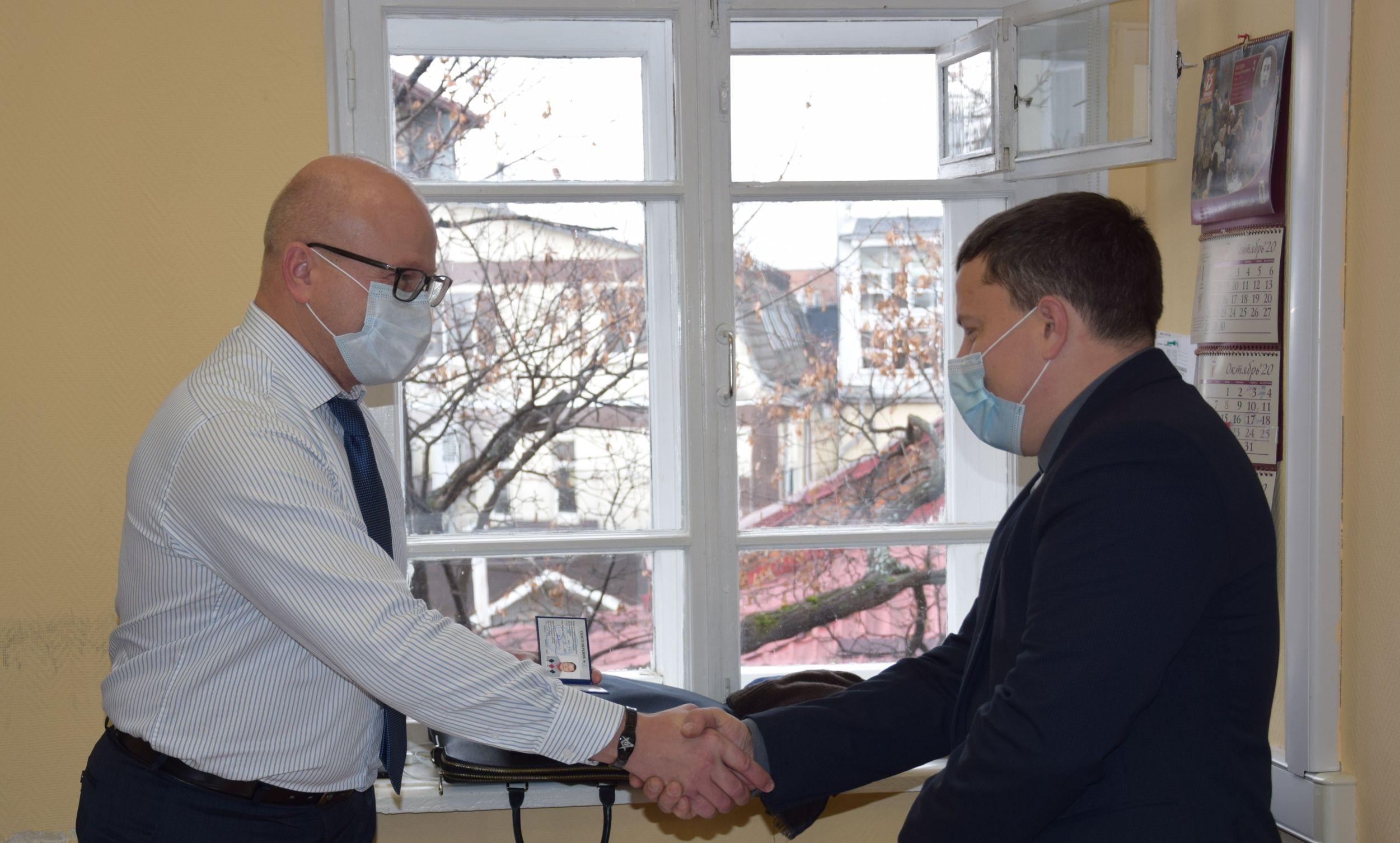 Общественным инспекторам по охране объектов культурного наследия вручили удостоверения