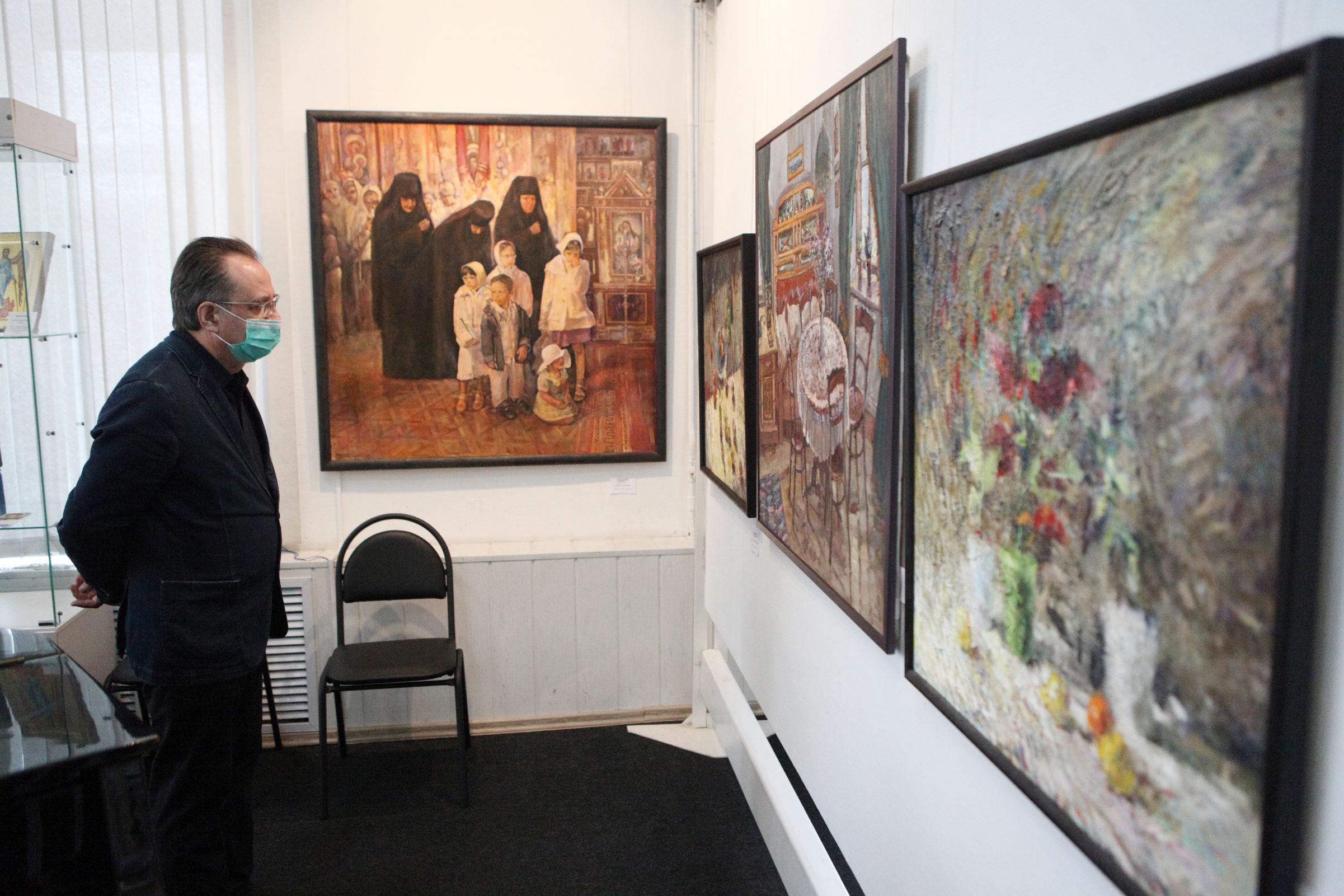 На областной выставке в Ярославле представили работы более ста художников